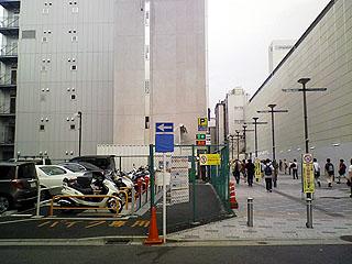 駐輪場全景と周辺