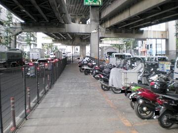 一ノ橋オートバイ専用駐車場・内部1